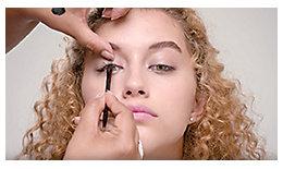 使用Master Class Palette打造假日眼妆的教程 | Laura Mercier